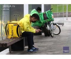 Курьер у партнера Яндекс